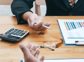 Betriebliches Gesundheitsmanagement im Öffentlichen Dienst – so unterscheidet sich die Finanzierung von der Privatwirtschaft