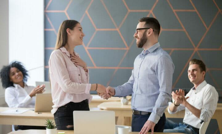 Regelmäßige Gespräche mit den Mitarbeitern führen