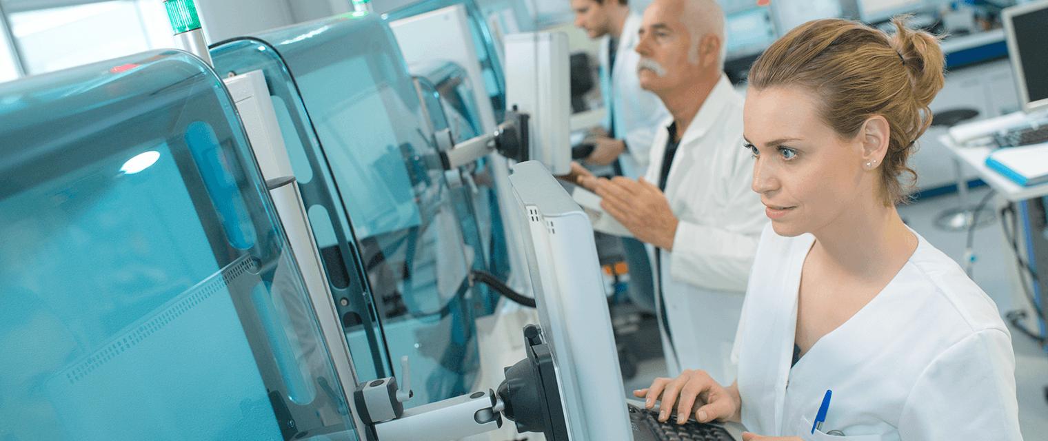 Fachkräftemangel in der Chemie- und Pharmabranche bremst die Digitalisierung in Unternehmen