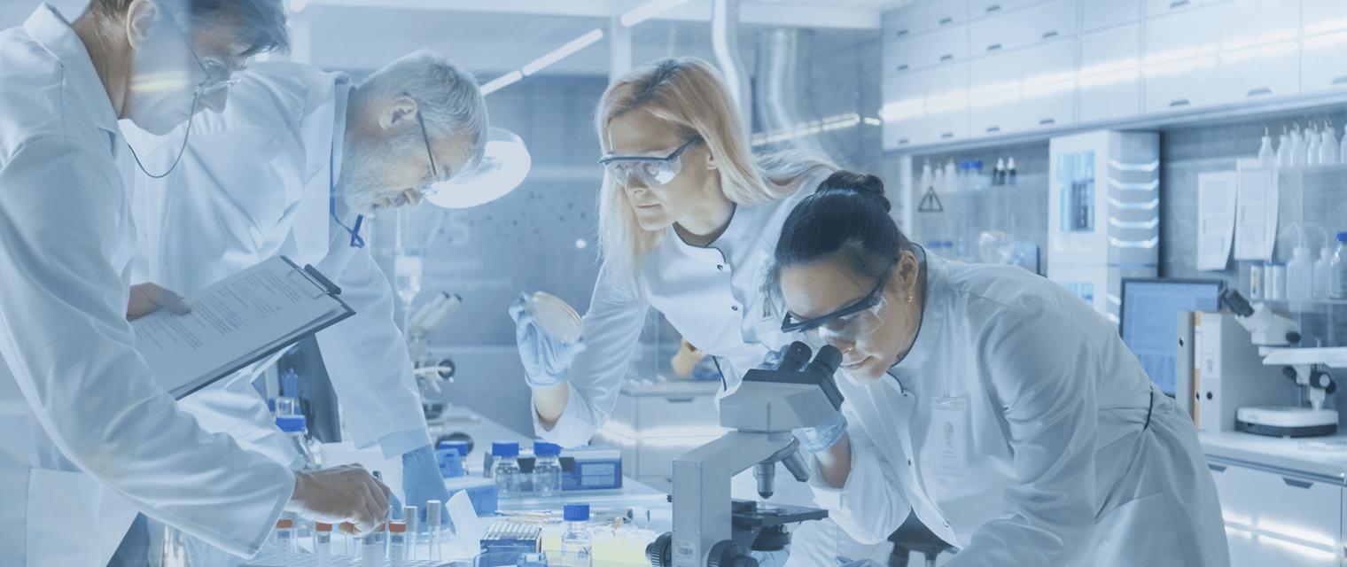 Leitfaden: Fachkräfte in der Chemie- und Pharmabranche gewinnen und binden
